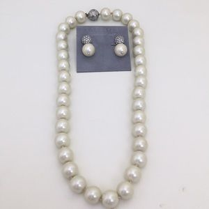 NWT Matching pearl necklace and earrings